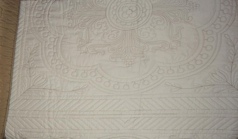 Покрывало с наволочками Lux Cotton Бежевое барокко 240x240,50x70 2740 руб.